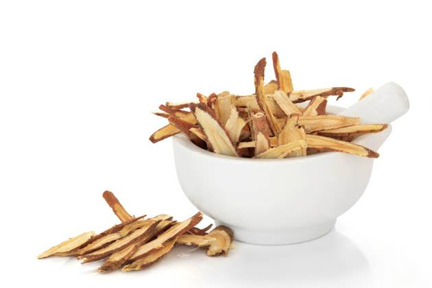 How to prepare licorice root and how to make licorice root tea to support your health naturally. Let's talk about the benefits of licorice root and how you can use it. #howtomakelicoriceroottea #licoriceroottea #licoricedrink #licoricetearecipe #benefitsoflicoriceroot