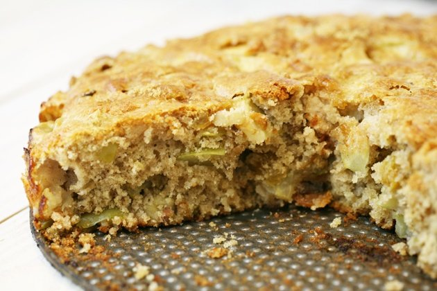 A look inside the apple cake.