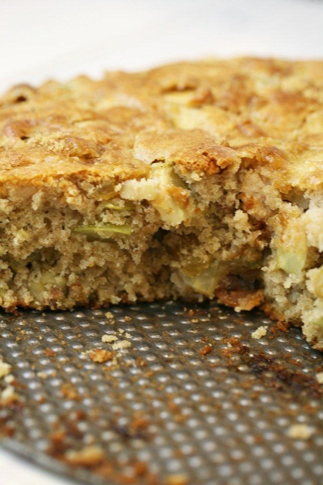 Easy apple cake with fresh apples.