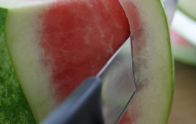 An Easy Way to Cut a Watermelon