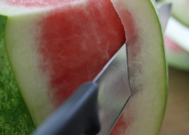 easy-way-to-cut-watermelon-05-1