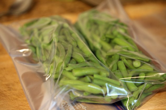 Freezing green beans from the garden. A quick and easy way to preserve green beans for the year. Here is a picture tutorial of how to freeze green beans. #LadyLee'sHome