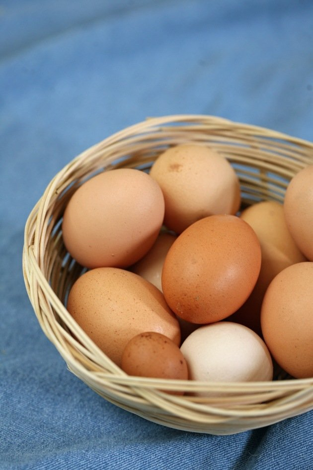 How to weave a basket - eggs in basket