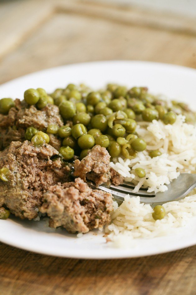 A recipe for meatballs in sweet peas served over rice. This is a very simple recipe that is healthy and so tasty! A traditional Israeli dish.