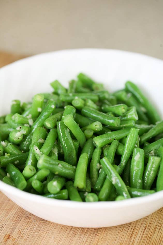 This fresh green bean recipe takes just a few minutes to put together! It's healthy, easy, delicious, and super quick. This can be a healthy side dish or a snack. #freshgreenbeanrecipes #freshgreenbeans #greenbeans #greenbeansrecipe #healthygreenbeanrecipe #easygreenbeanrecipe #holidaygreenbeans #holidayrecipes #healthysidedishrecipes #howtogrowgreenbeans