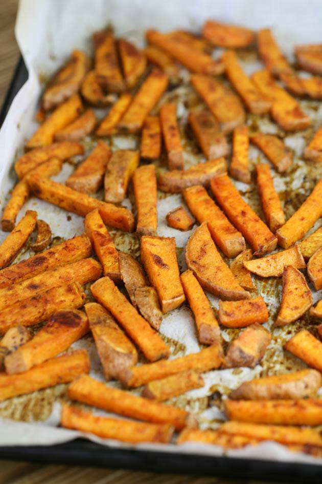 This is a simple, oven baked sweet potato fries recipe. a quick and easy recipe that is a great side dish for many meals. It's super easy to put together! #ovenbakedsweetpotatofries #sweetpotatorecipes #homemadefries #sweetpotatorecipes
