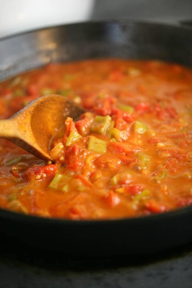 Sahkshuka sauce is cooking