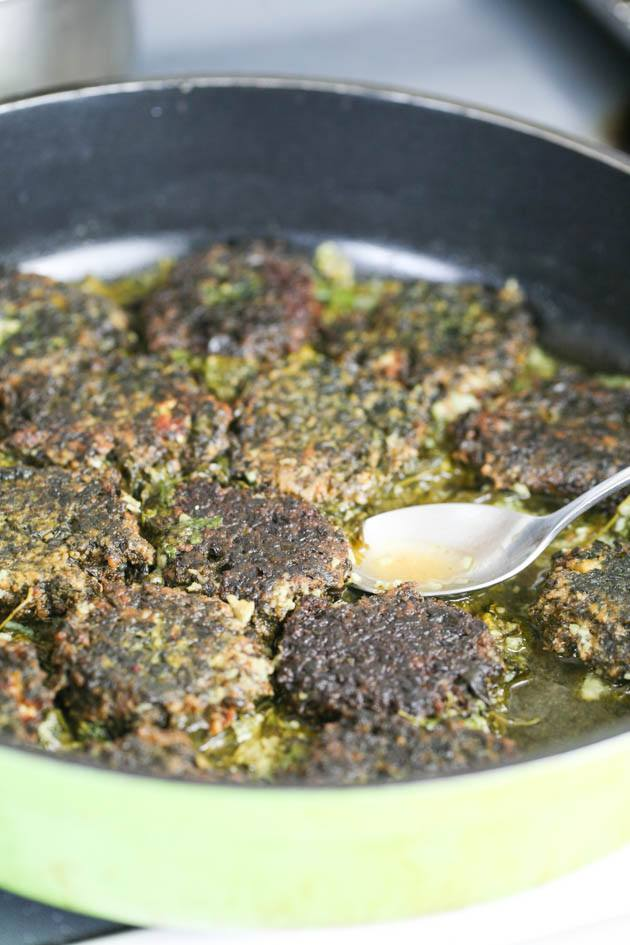 Spinach patties in garlic and cilantro sauce.
