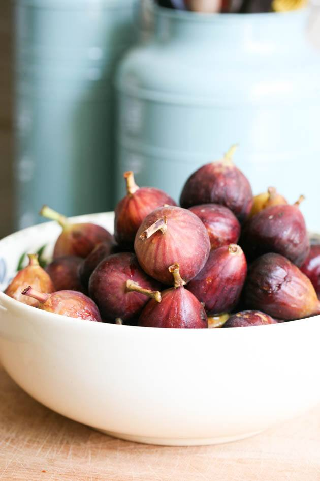 A bowl of ripe figs for making low sugar fig jam.