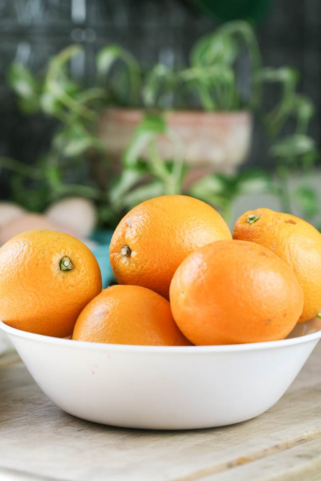 A bowl of fresh oranges.