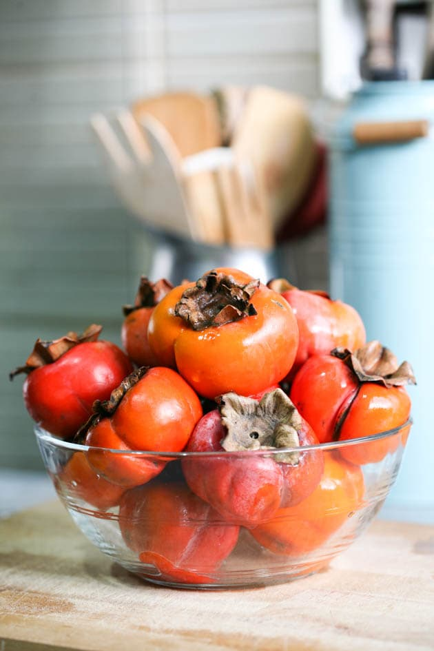 A bowl of beautiful persimmons.